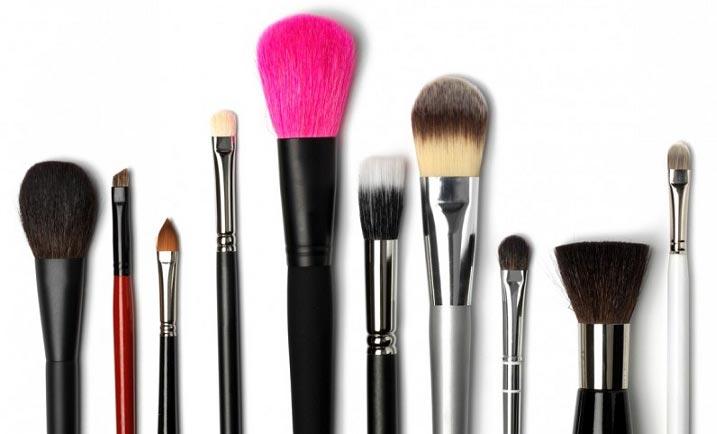 روش تمیز کردن برس های آرایشی