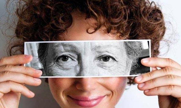 روش های مفید برای به تعویق انداختن چروک دور چشم