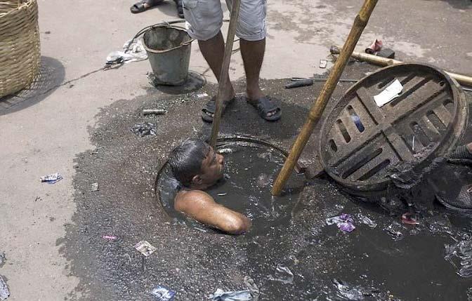 مردی با بدترین شغل در جهان + تصاویر