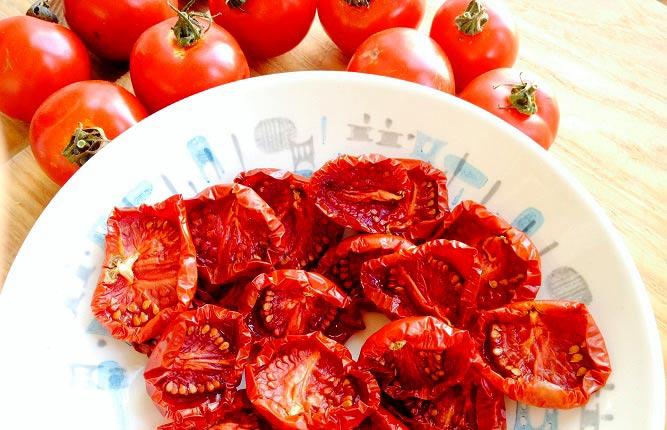 ۴ روش آسان برای خشک کردن گوجه فرنگی