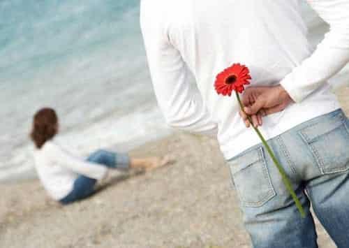 ۱۰ راز و نشانه علاقه مندی یک دختر به شما