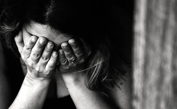 ۹ چیزی که به پوست تان صدمه می زنند