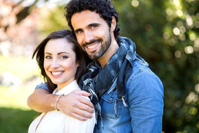 20 نشانه ای که ثابت می کند شوهرتان عاشق شماست