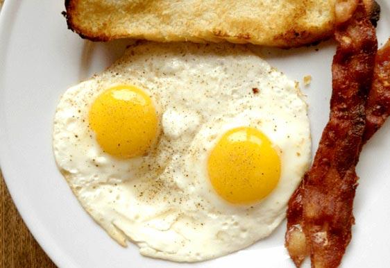 10 خوراکی مفید برای داشتن چشمان سالم
