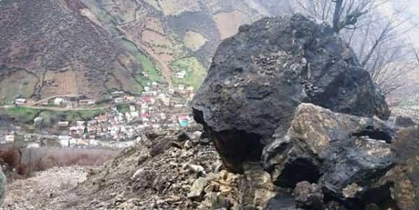 انسداد محور «کرج چالوس» در پی ریزش سنگین کوه