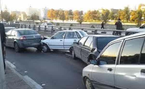 تصادف زنجیره ای در مشهد با 11 مجروح